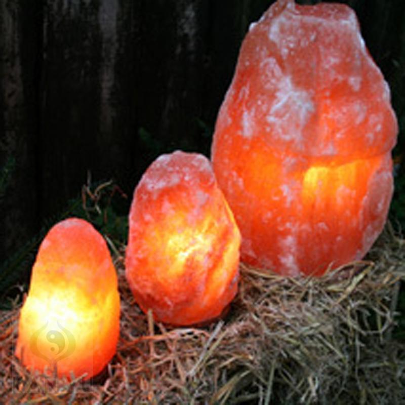 biova salzkristalllampe 25 30 kg rock mit holzsockel. Black Bedroom Furniture Sets. Home Design Ideas