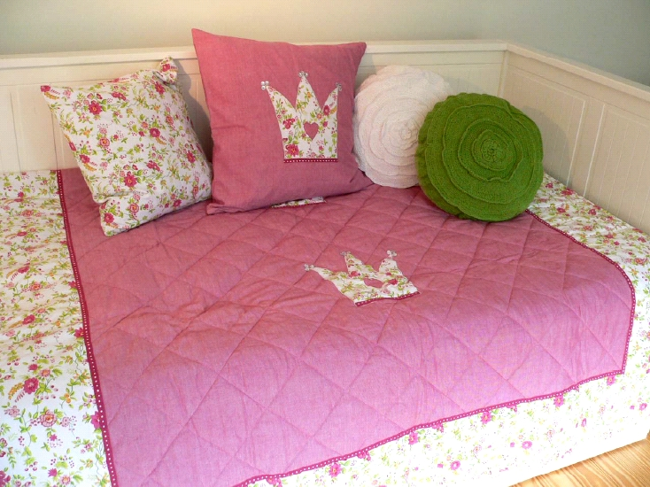 tagesdecke plaid quilt crown rot rosa wei 140x200 cm ebay. Black Bedroom Furniture Sets. Home Design Ideas