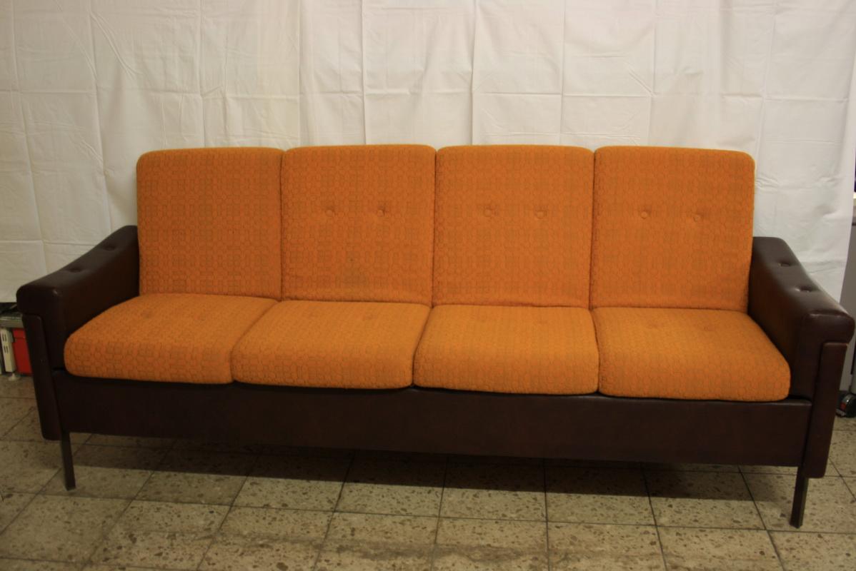 Couch aus ddr zeiten for Couch auf englisch