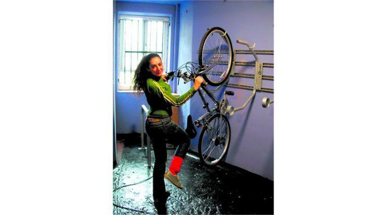 fahrradst nder f r 1 fahrrad wandhalter wega fahrradhalter f r keller und garage ebay. Black Bedroom Furniture Sets. Home Design Ideas