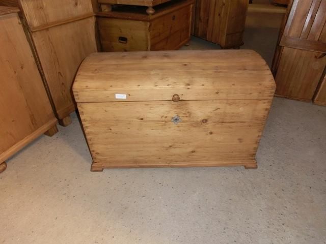 4256 alte truhe holztruhe weichholz truhe. Black Bedroom Furniture Sets. Home Design Ideas