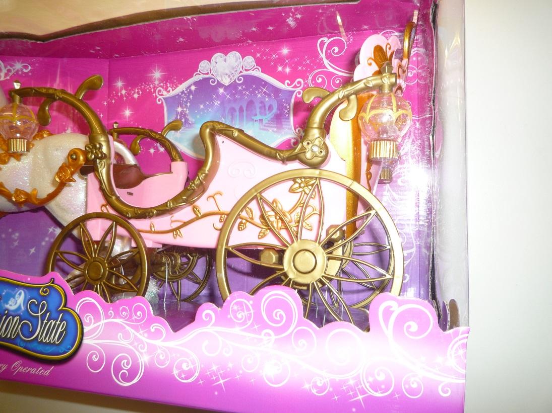 beleuchtete kutsche mit pferd f r barbie und disney prinzessinnen inkl puppe ebay. Black Bedroom Furniture Sets. Home Design Ideas