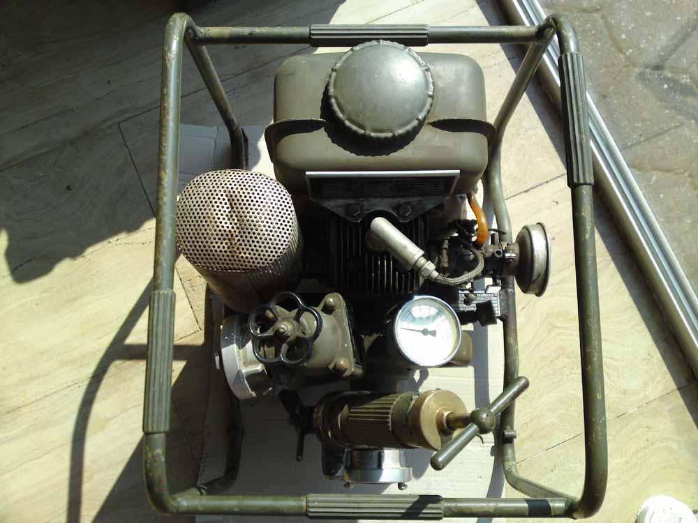 pumpe ts 2 5 motorpumpe 200l min tragkraftspritze. Black Bedroom Furniture Sets. Home Design Ideas