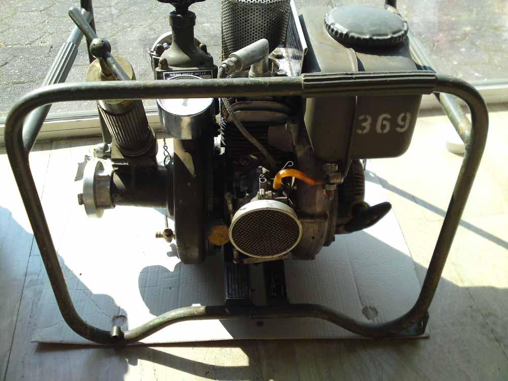 pumpe ts 2 5 motorpumpe 200l min tragkraftspritze wasserpumpe feuerwehr bund bw ebay. Black Bedroom Furniture Sets. Home Design Ideas