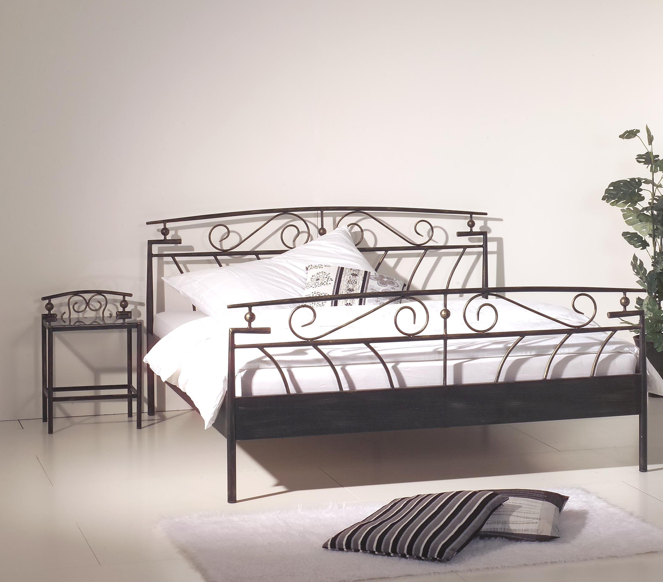 romantisches metallbett florenz 140 x 200 cm 160 x 200 cm. Black Bedroom Furniture Sets. Home Design Ideas