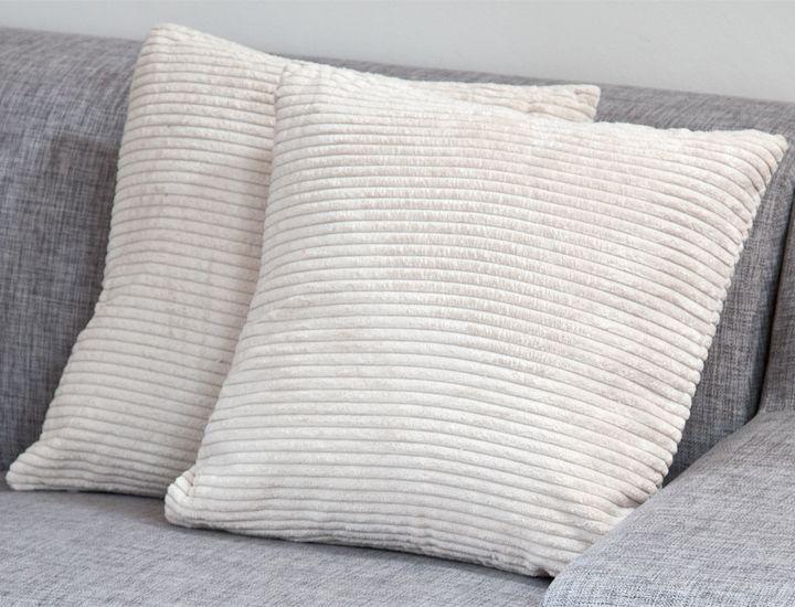 deko kissen 45x45cm mit f llung beige cord velour optik dekokissen sofakissen. Black Bedroom Furniture Sets. Home Design Ideas