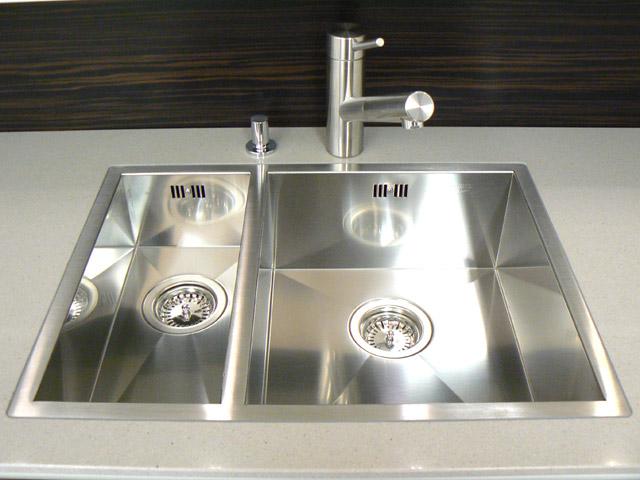 Küchen Eckschrank Rondell Einstellen ~  Küche Front Cremeweiß Makassar Rondell Eckschrank mit Chromböden