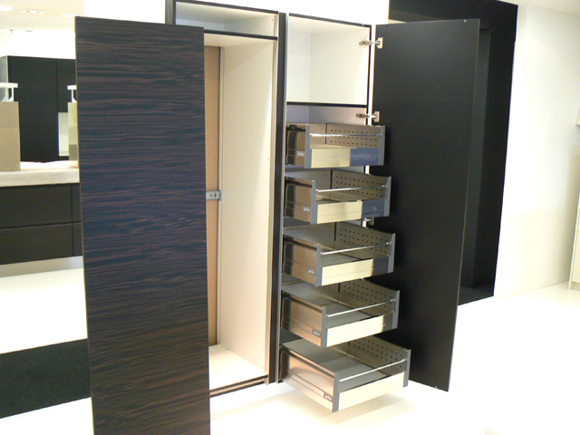 t k che geba k che front cremewei makassar rondell eckschrank mit chromb den ebay. Black Bedroom Furniture Sets. Home Design Ideas