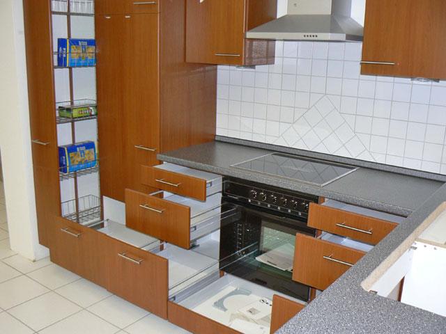 Neue L-Küche Knabl Küche Front Kirsch Apothekerschrank