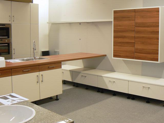 k che mit insel wellmann alno mit theke front wei wallis zwetschge ger teset. Black Bedroom Furniture Sets. Home Design Ideas
