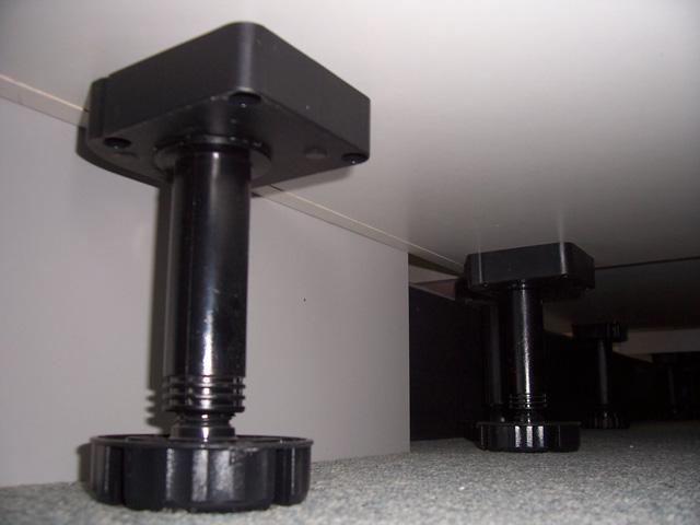 unterbau f e verstellbar k chengestaltung kleine k che. Black Bedroom Furniture Sets. Home Design Ideas