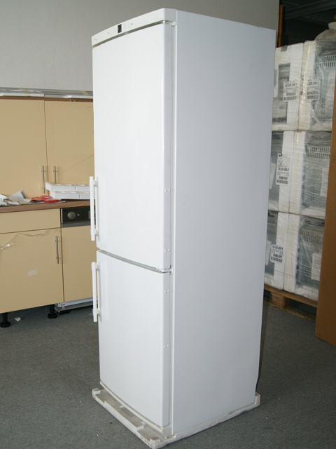 181 cm stand liebherr cn 3313 20 k hl gefrier kombination no frost wei ebay. Black Bedroom Furniture Sets. Home Design Ideas