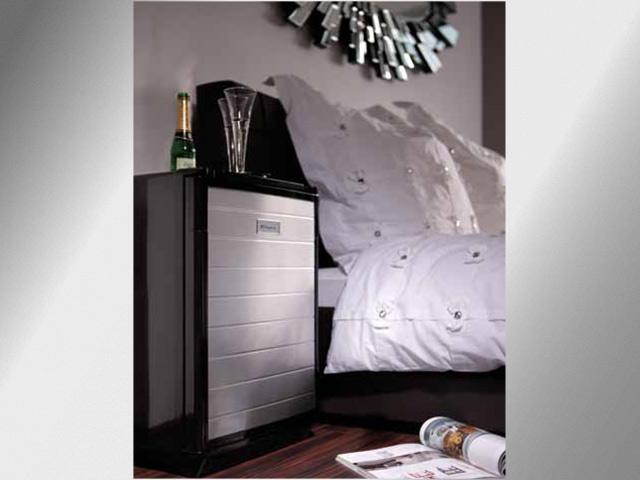 Mini Kühlschrank Im Schlafzimmer : Mini kühlschrank fürs schlafzimmer wohndesign