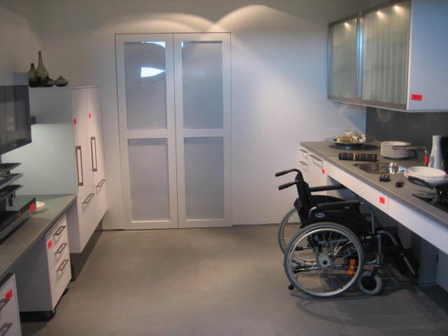 Behindertengerechte Küche Rollstuhl Absenkbar Siemens Barrierefrei  Unterfahrbar