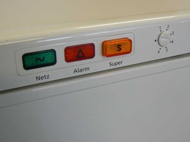Bosch Kühlschrank Roter Knopf : Privileg öko kühlschrank roter schalter privileg winner trockner