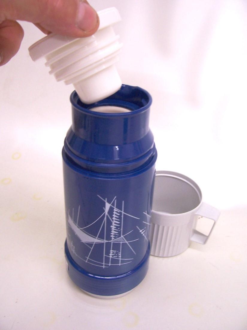 1 liter thermoflasche isolierflasche thermoskanne rotpunkt blau hei kalt ebay. Black Bedroom Furniture Sets. Home Design Ideas