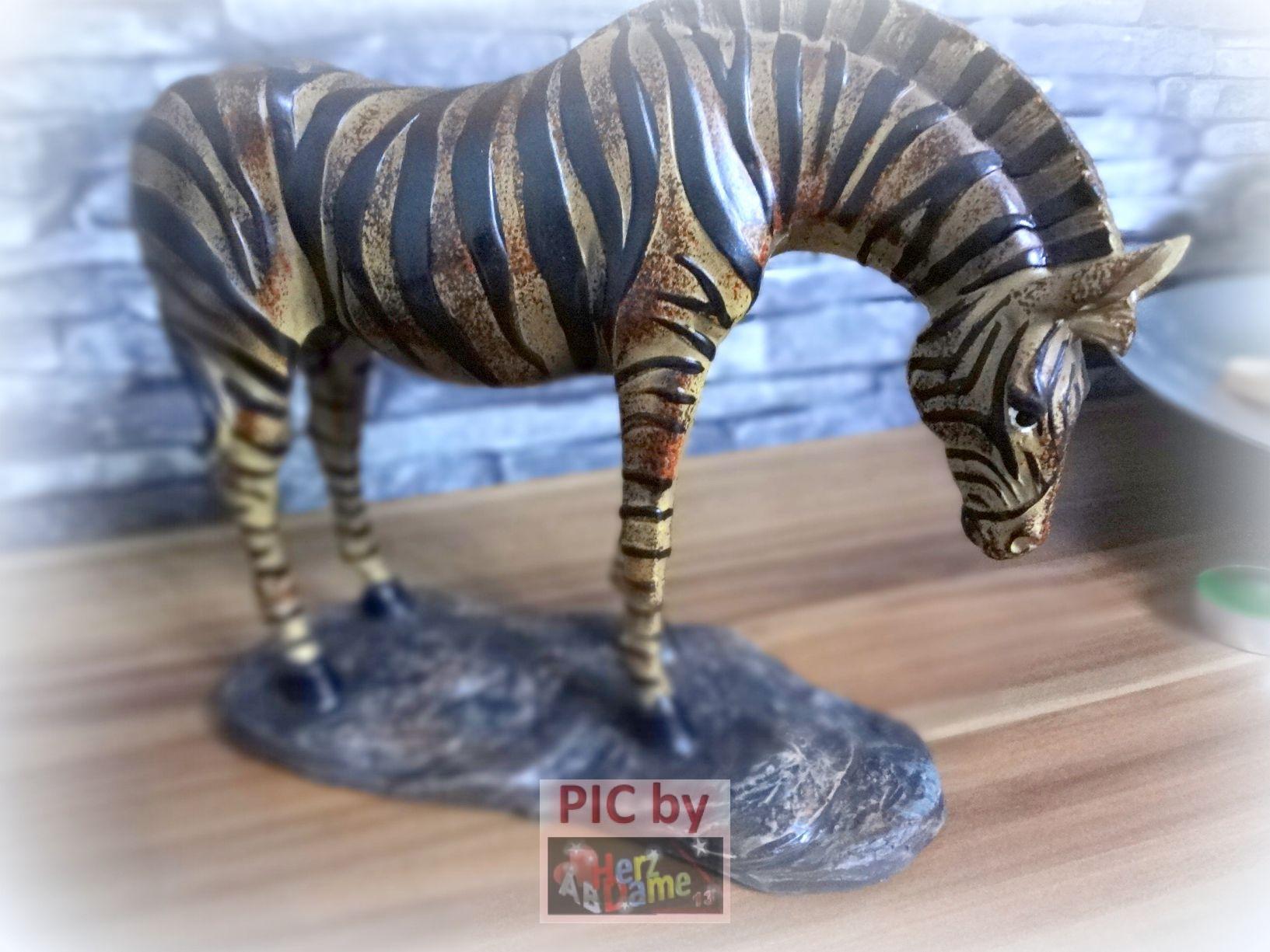 ab49820 xl deko tier skulptur grosses zebra afrika. Black Bedroom Furniture Sets. Home Design Ideas