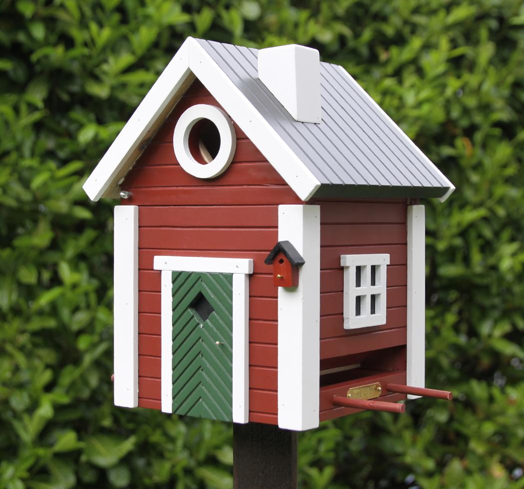 kleines schwedenhaus futterhaus nistkasten vogelhaus in. Black Bedroom Furniture Sets. Home Design Ideas