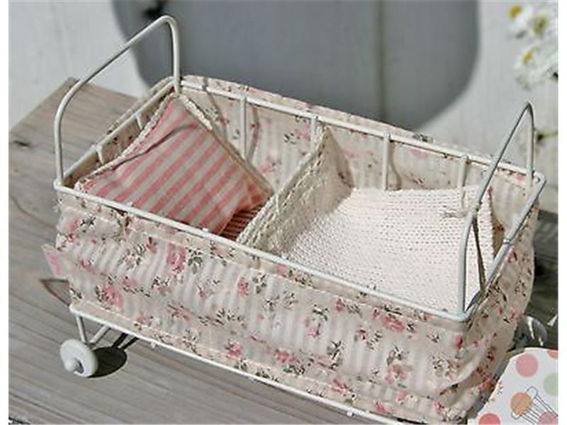 maileg baby gitterbett metall wei mit bettw sche f r. Black Bedroom Furniture Sets. Home Design Ideas