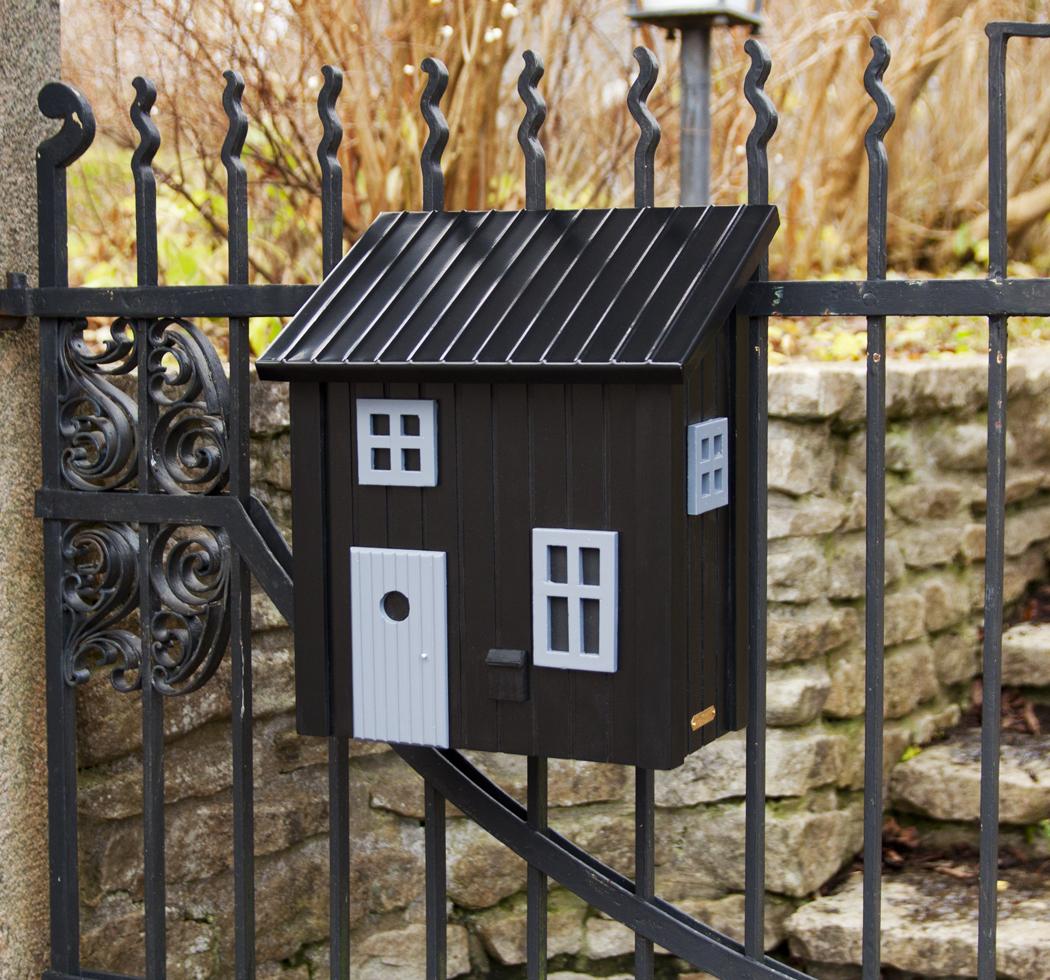 kleines schwedenhaus briefkasten postkasten holz schwarz. Black Bedroom Furniture Sets. Home Design Ideas