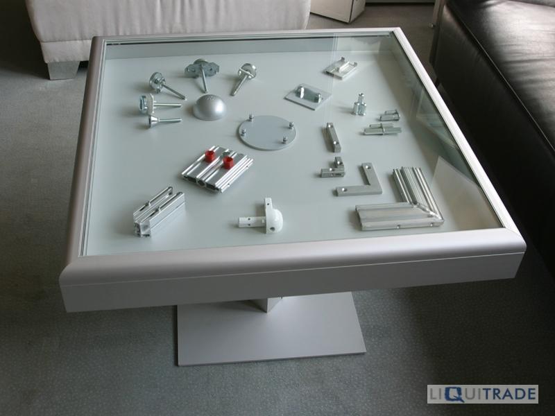 Octanorm couchtisch mit integrierter vitrine 80 x 80 x 55 for Couchtisch vitrine