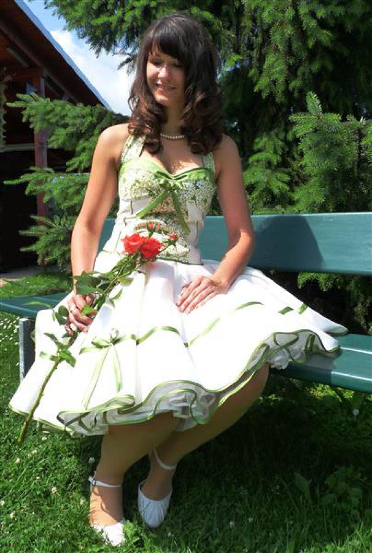 brautkleid zum petticoat creme grün fliederblüten 50er