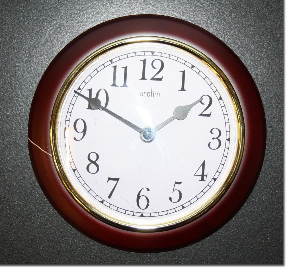 acctim newton wanduhr aus dunklem holz uhr 20 cm mit fehler wohnzimmeruhr ebay. Black Bedroom Furniture Sets. Home Design Ideas