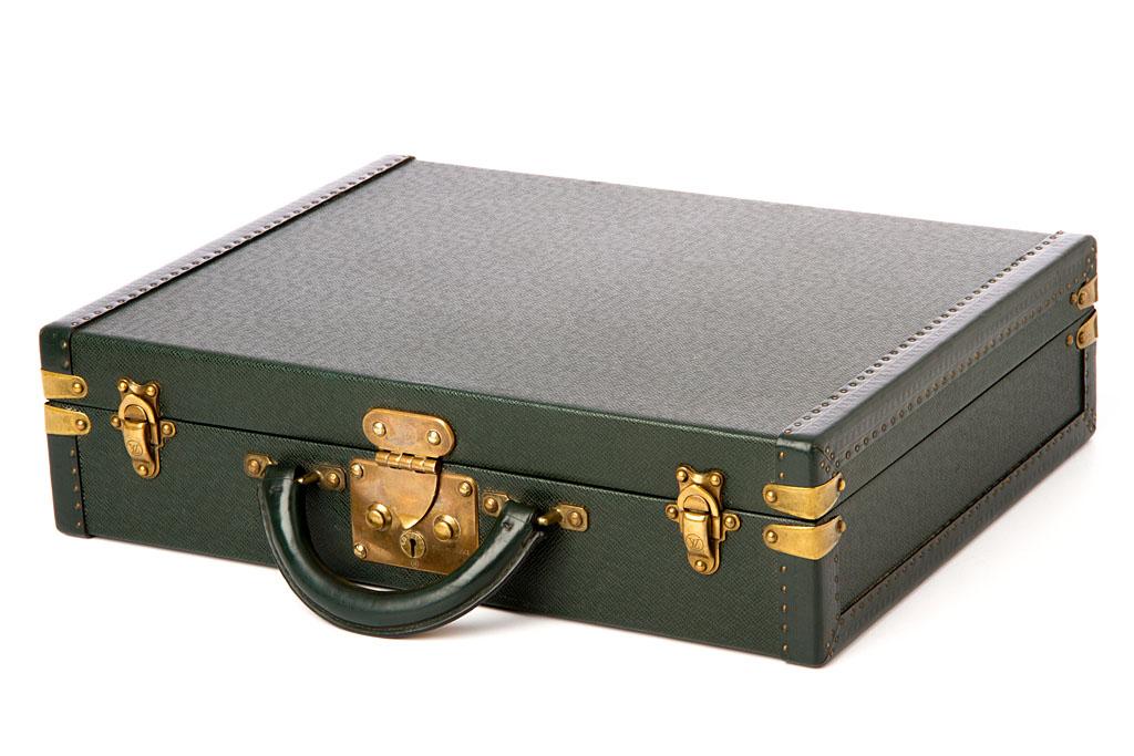 louis vuitton aktenkoffer gr n pr sident aus taiga leder ebay. Black Bedroom Furniture Sets. Home Design Ideas
